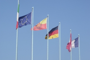 Castelletto - Lake Garda - flags of Europe