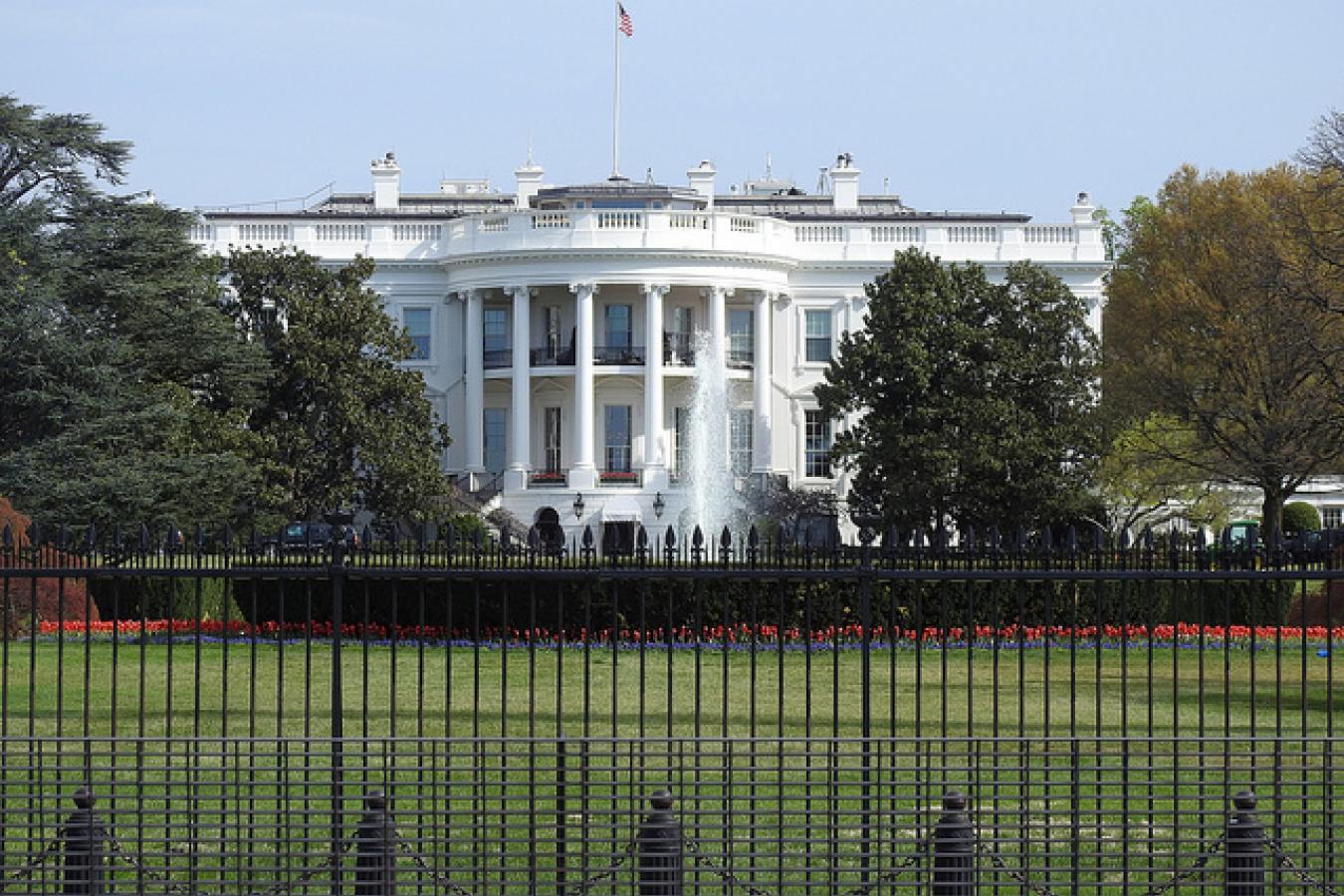 8302-White-House