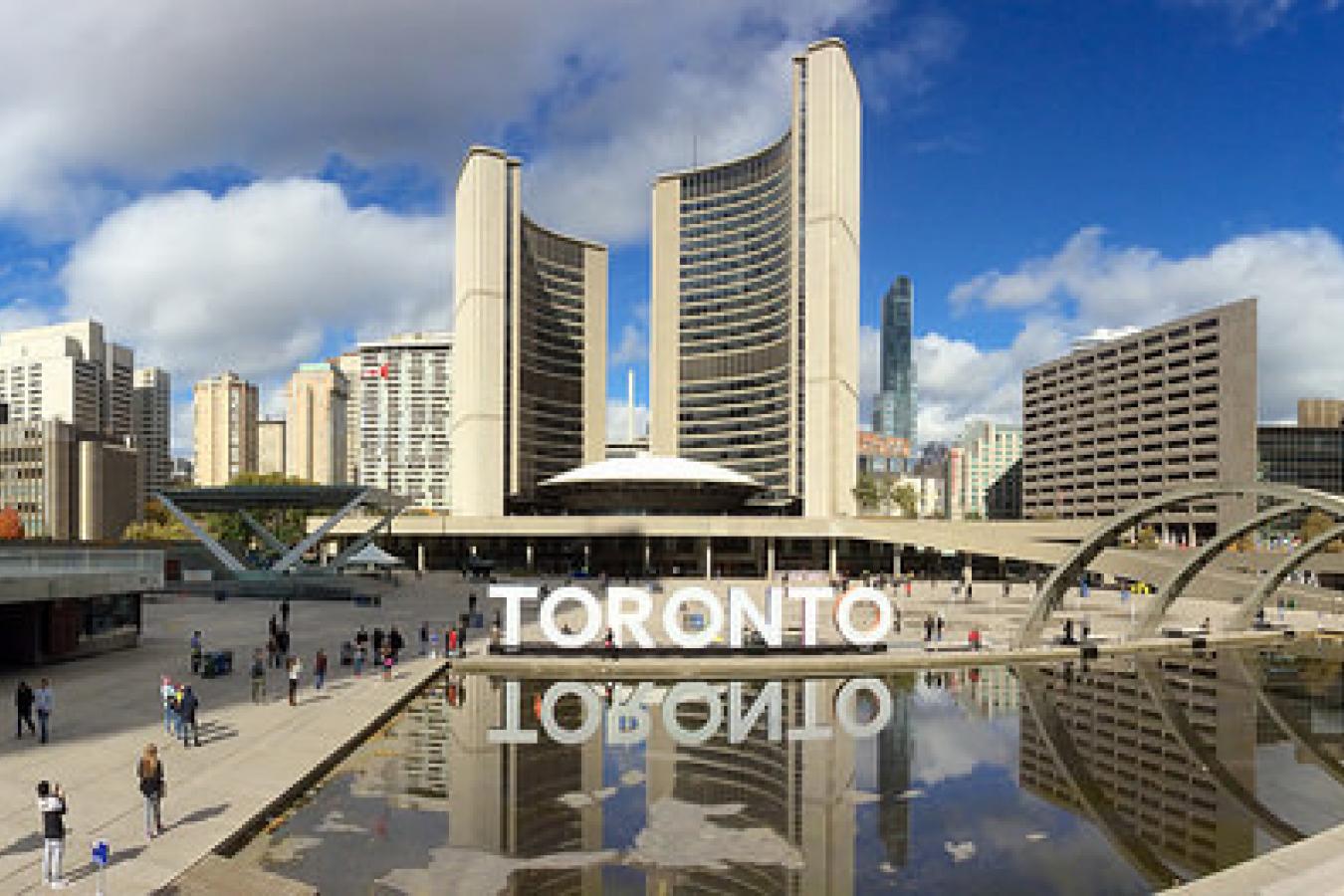 Toronto: Nathan Phillips Square and Toronto City Hall