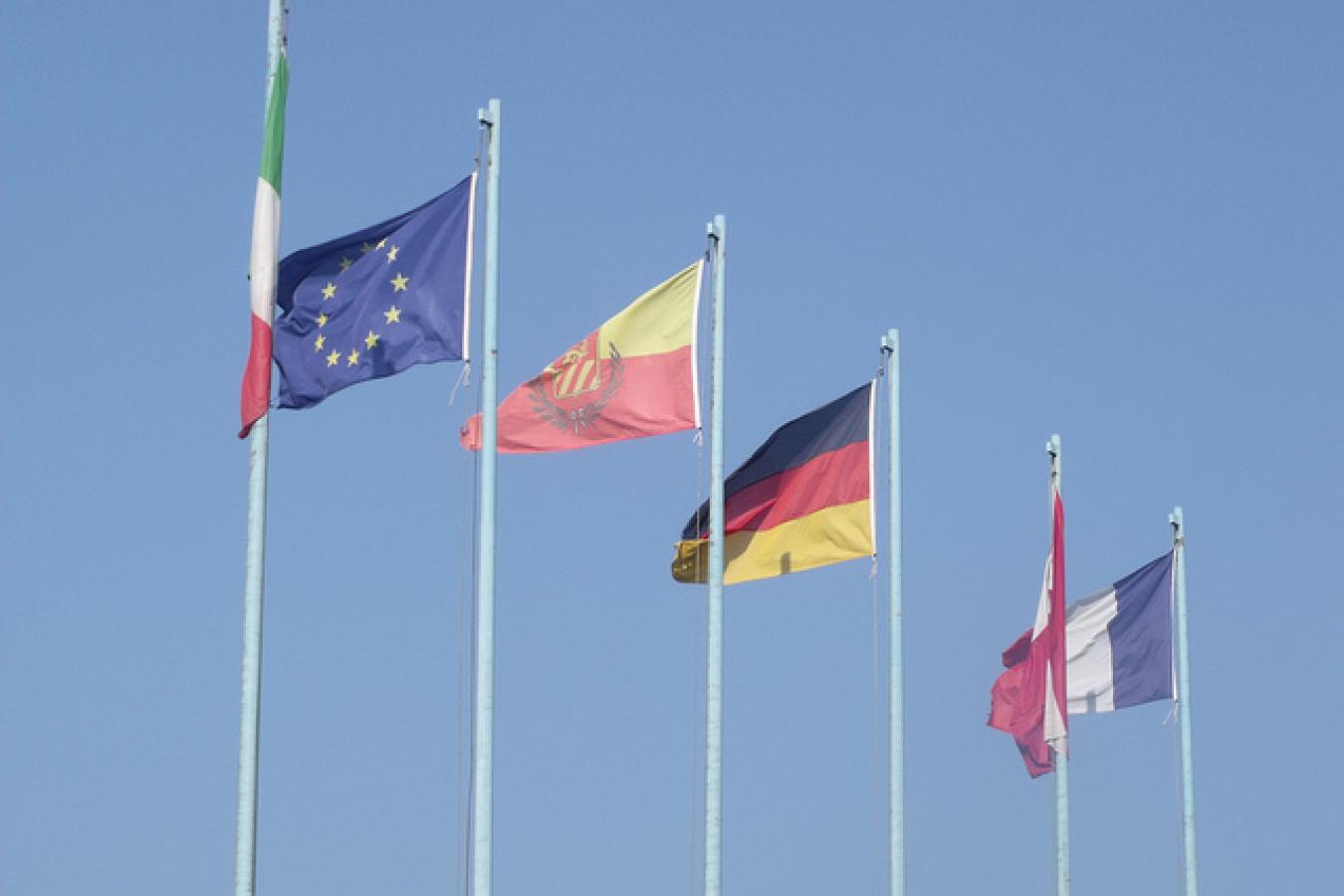 Castelletto - Lake Garda - flags of Europe