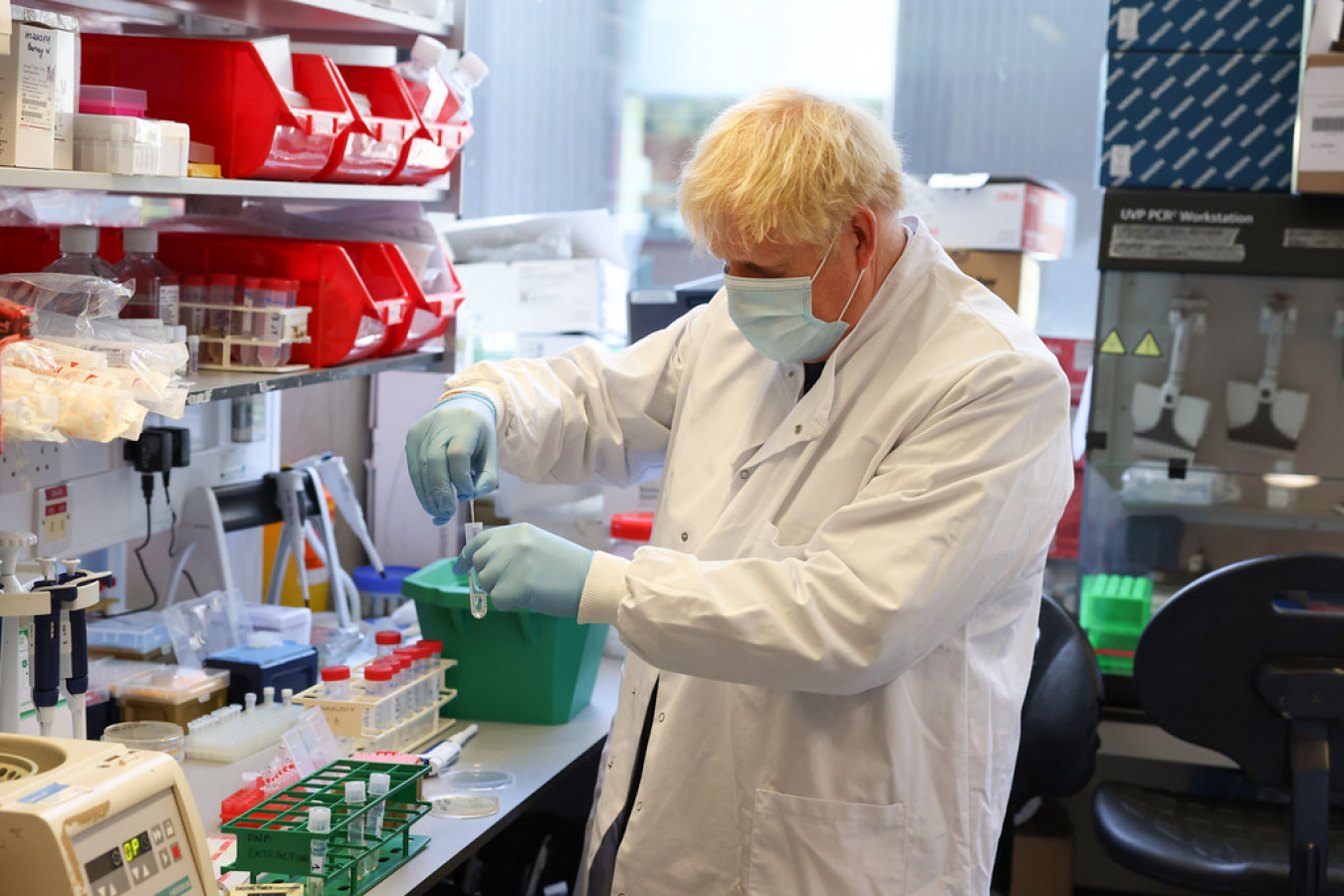 Boris Johnson visits the Jenner Institute, Oxford where coronavirus research is carried out 18 September 2020