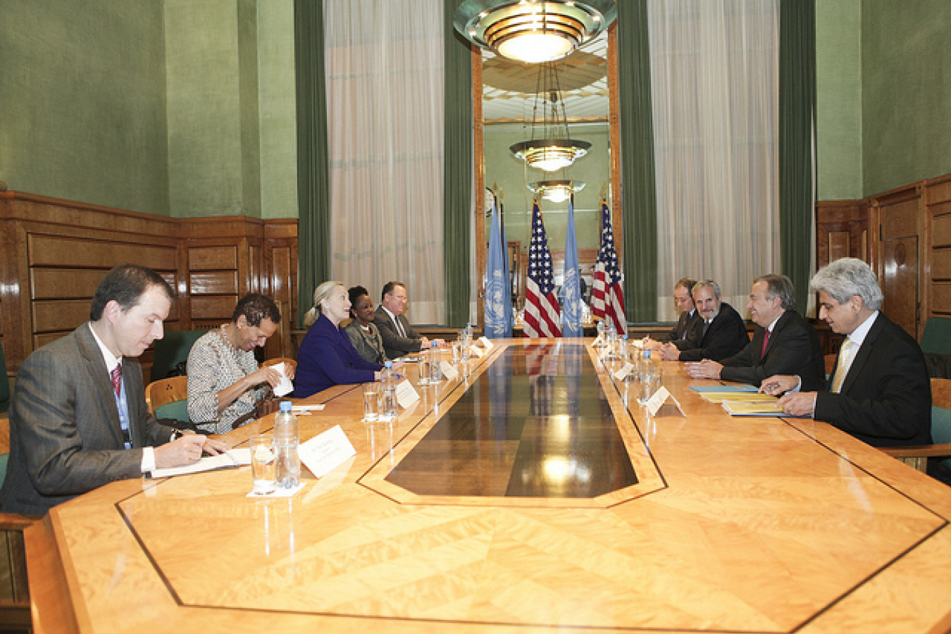 Secretary Clinton Meets with U.N. High Commissioner for Refugees Guterres